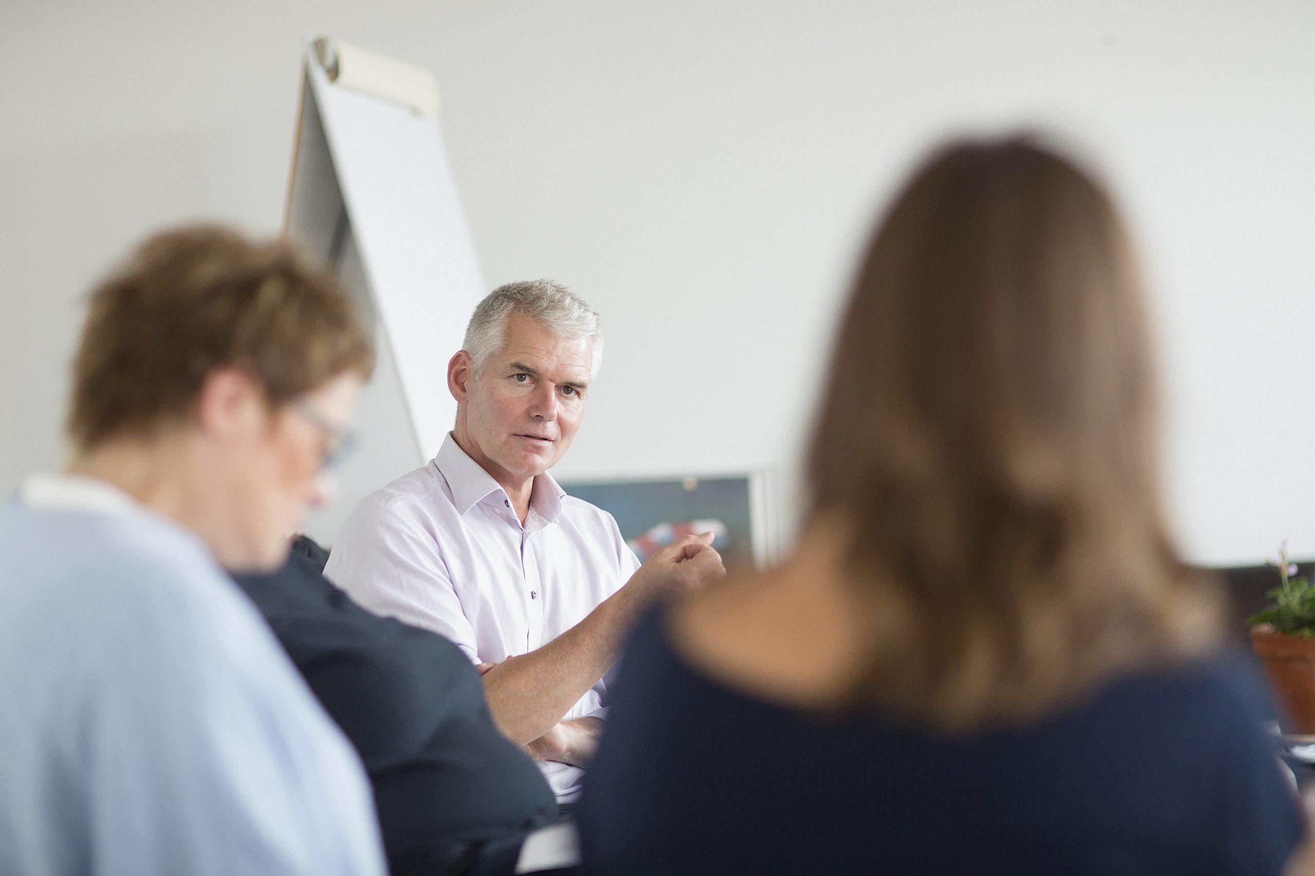 Lyt og spørg godt – og bliv guld værd for din virksomhed