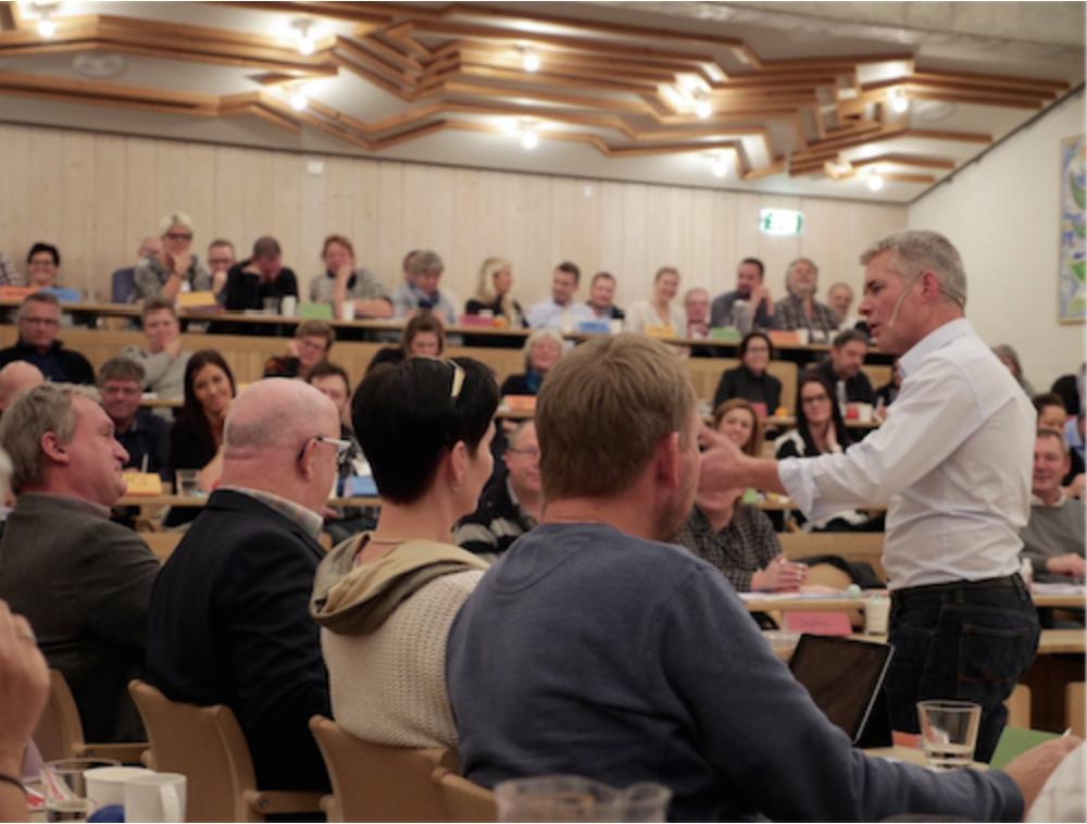 KV-17: Vil du lære at styre et vælgermøde eller en tv-debat?